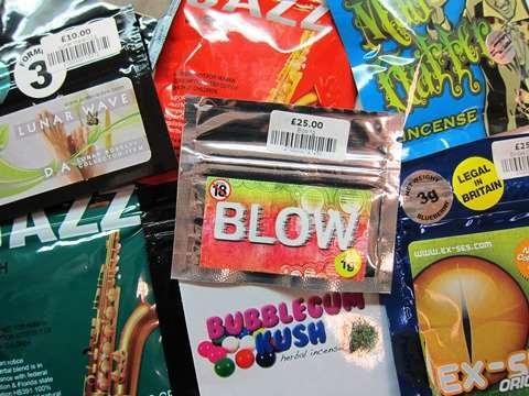 3b30f3ca477 Syntetiske rusmidler, ferdig pakket for salg. For å omgå lover og regler  merkes produktene ofte med «not for human consumption» og gir seg ut for å  være ...